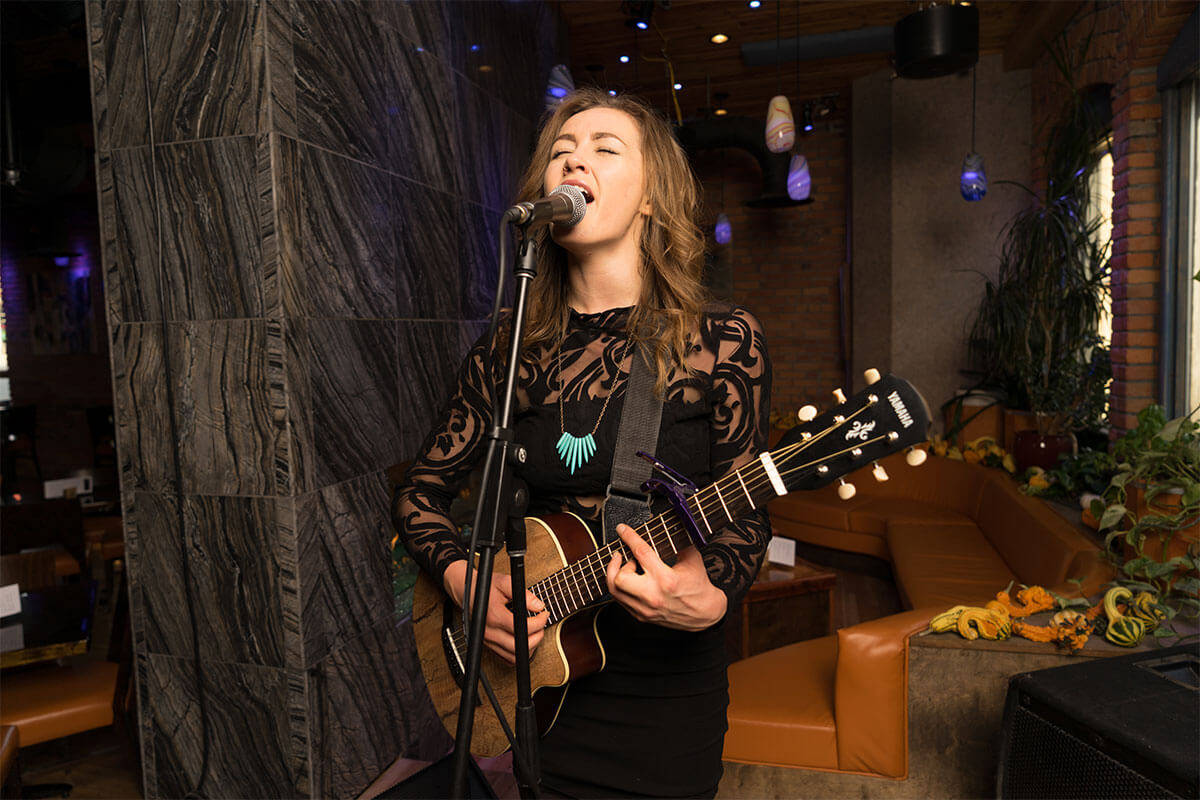 Laela Heidt at the Falls Music Lounge